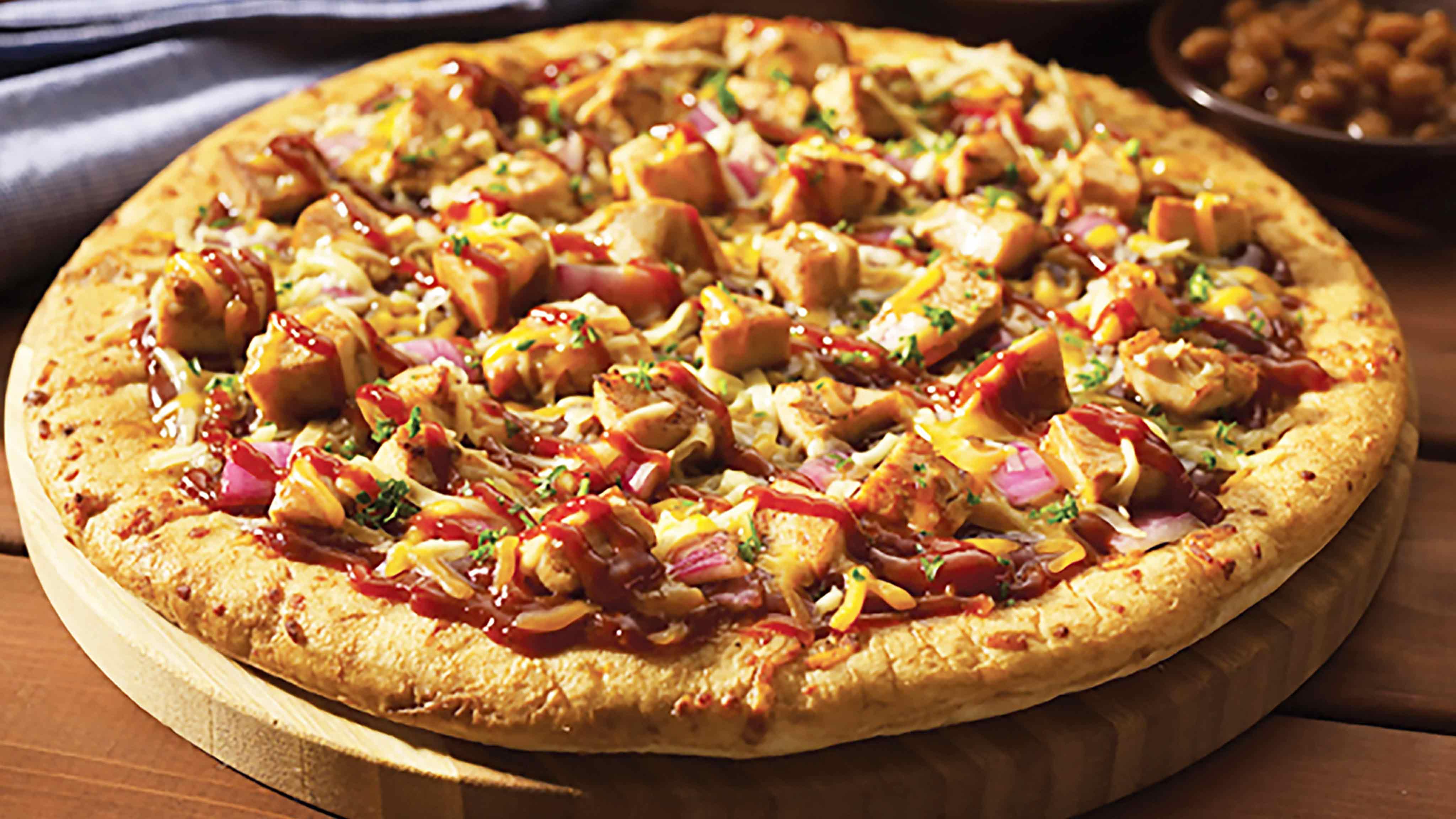 Image for Recipe Barbecue Chicken Pizza with Red Onion, Mozzarella and Gouda